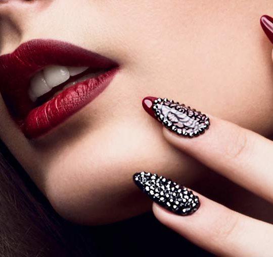 Co niszczy Twoje paznokcie?