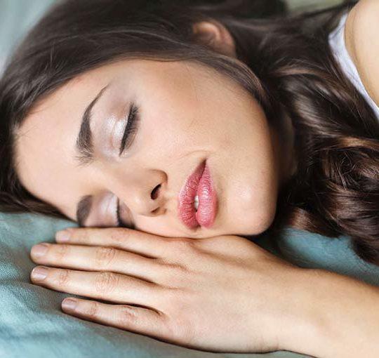 Wpływ snu na cerę